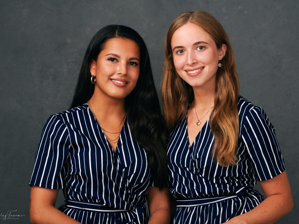 Portræt-af-to-unge-kvinder